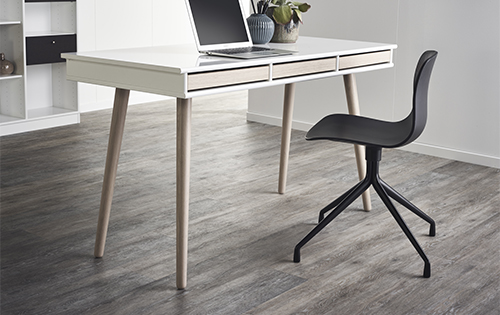 NEW! Desk with wooden legs