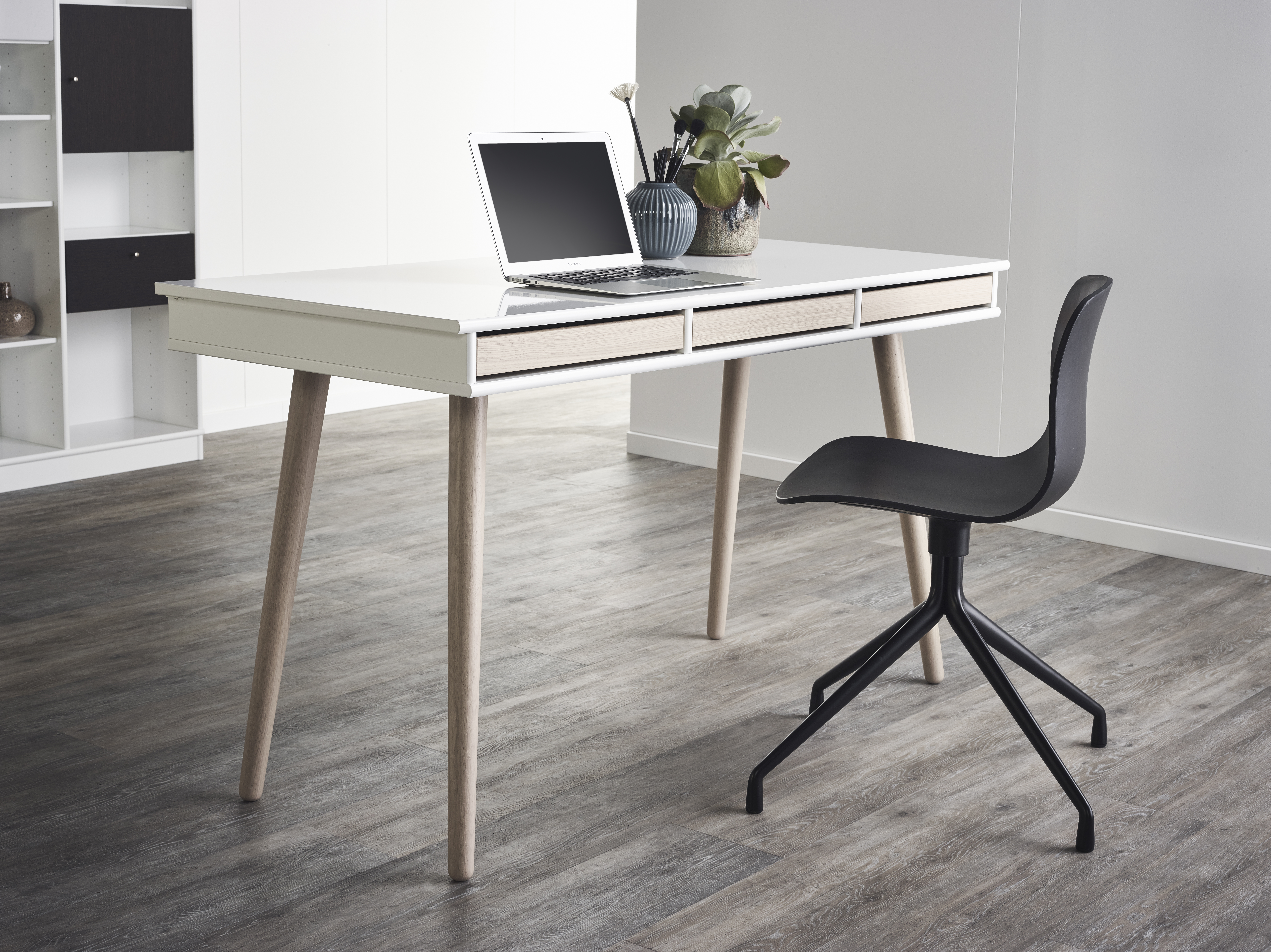 MISTRAL desk with wooden legs.